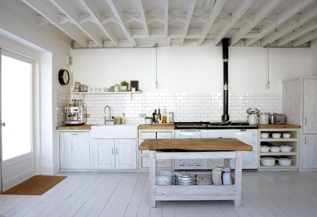 fotos-con-ideas-de-cocinas-de-obra-que-te-van-a-encantar-cocina-de-obra-en-color-blanco-640x439