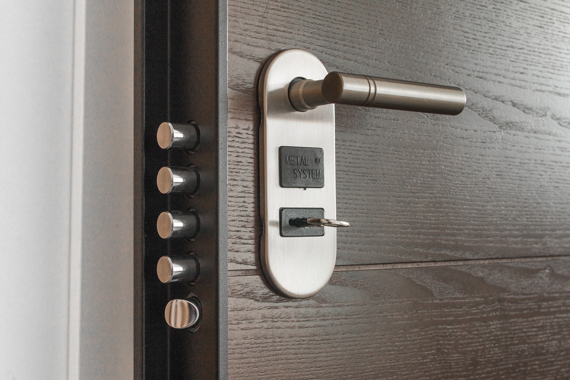 puerta de seguridad para el hogar