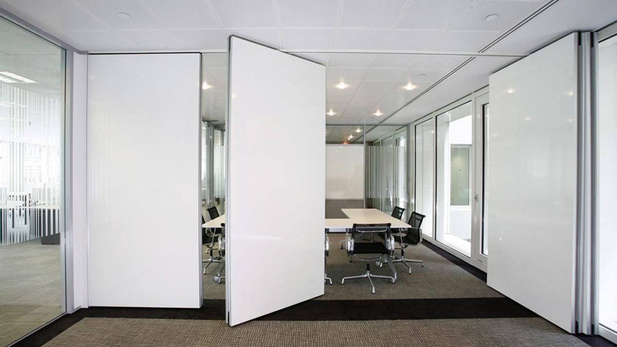 Distribucion del espacio de trabajo con mamparas de oficina