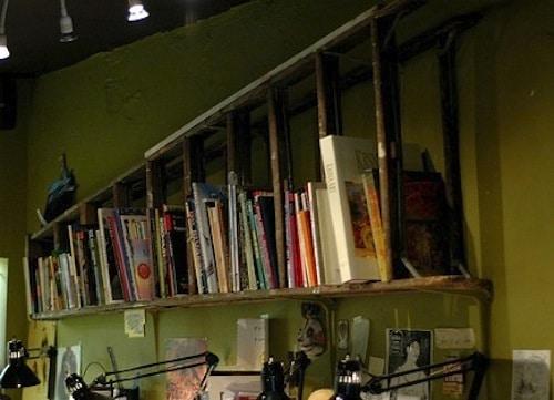 usos diferentes para escaleras en la decoracion libreria