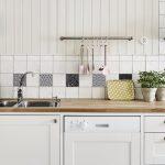 Cómo poner vinilos para cubrir azulejos de cocina