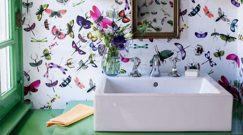 Cómo poner papel pintado para baños sobre azulejos