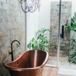 Cómo elegir una ducha de exterior práctica y versátil